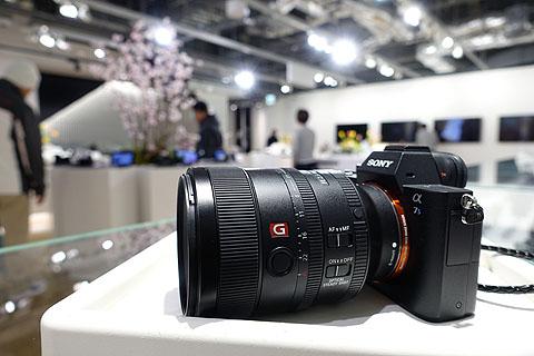 SEL100F28GM-Store-04.jpg